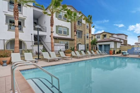 Modern place awaits you - Santa Fe Springs - Apartment
