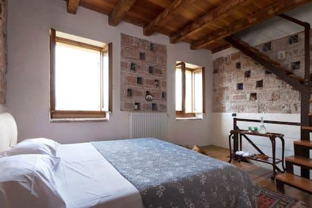 La Bella Bed and Breakfast - Bed & Breakfast