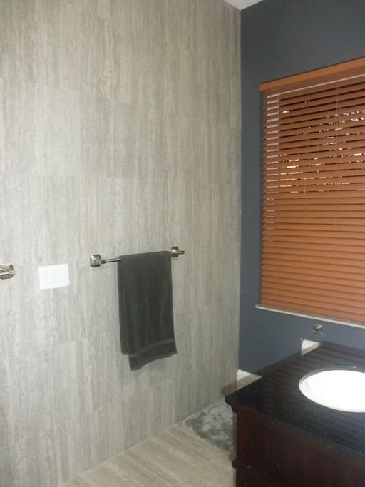 EN-SUITE BATHROOM W/ WALK IN SHOWER