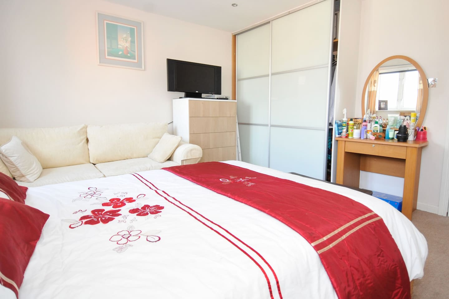 Large Executive Bedroom with en-suite facilities + Free use of Jacuzzi  GBP 70.00 / Nigh8liii n