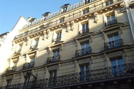 Nice Homestay in paris 10  center