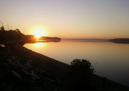 Beachfront On Penn Cove 1 bdrm plus - Oak Harbor