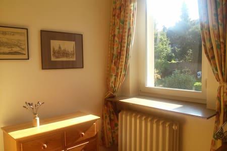 Freundliches Zimmer in Jülich-Barmen - Jülich - Bed & Breakfast
