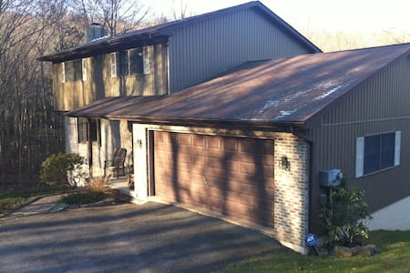Lake Wallenpaupack Lake Front Home - Greentown