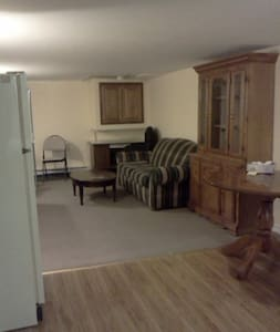 Spacious 1 bedroom near beach - Kincardine - Apartment
