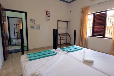 Twin Bedroom with AC - Rumah