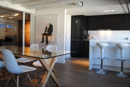 Luxury loft-like apt in Brxl center