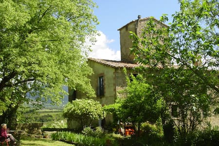 cottage in the pre-Pyrenees, girona - Aamiaismajoitus
