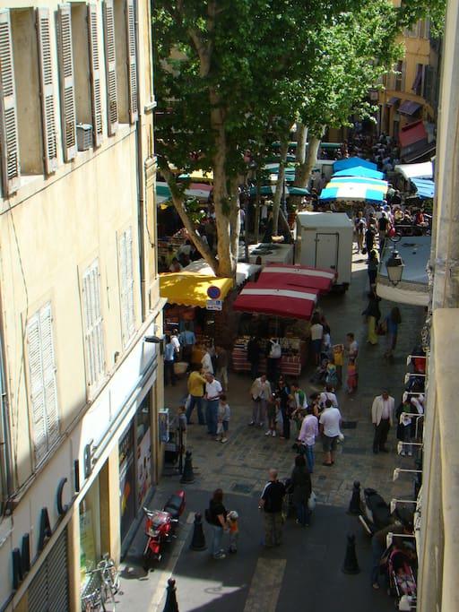 vue de la rue (marché journalier)