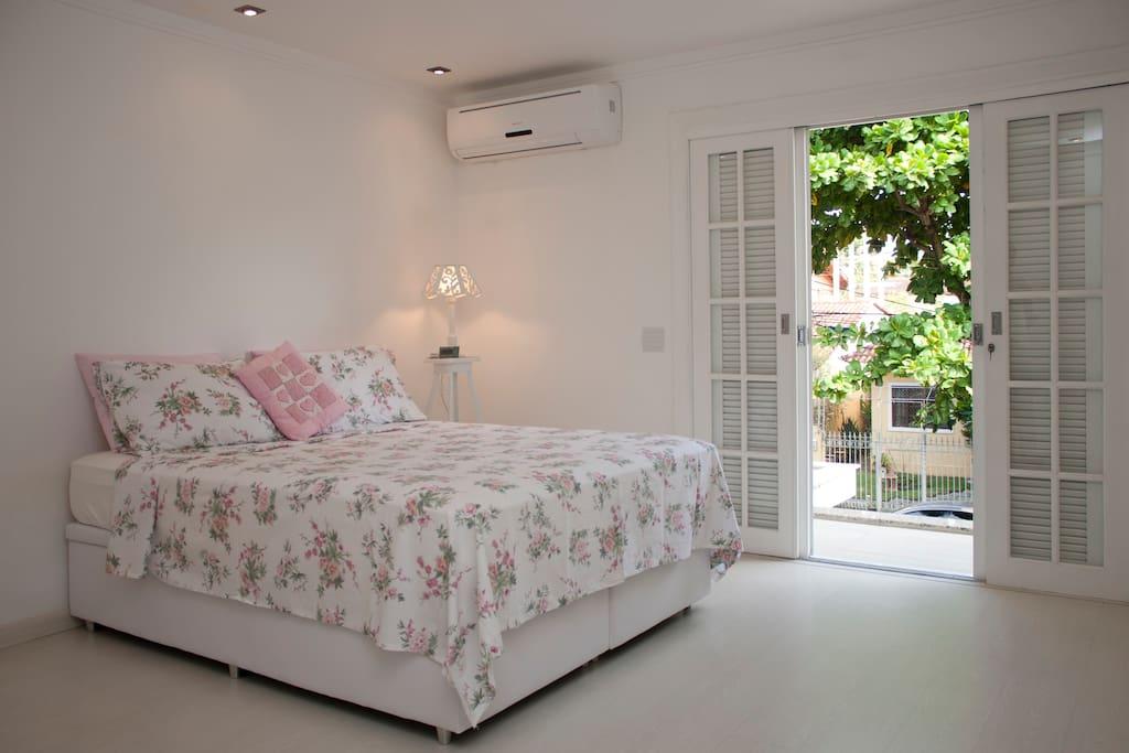 Suíte do 2º andar: com cama queen size.