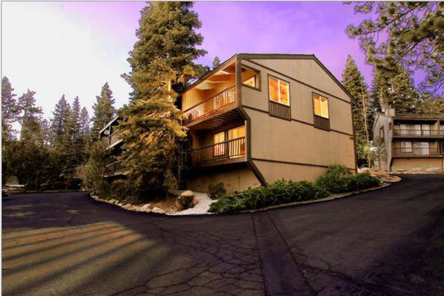 End unit with lots of sun light and views of Lake Tahoe