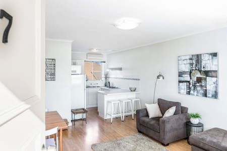 Henley - On - Torrens, Henley South - Henley Beach South - Apartment