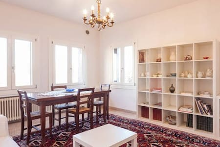 Bright Central 2 Bedroom Apartment - Vicenza - Wohnung