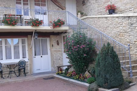 Aux Pierres Fleuries - Saint-Ythaire - House