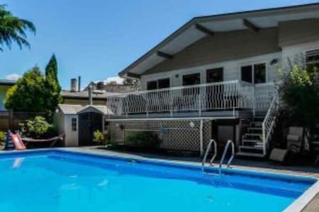 Lovely room great location close by Deer Lake#01 - Burnaby - Hus
