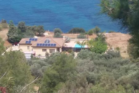 Villa Morfo - Pomos