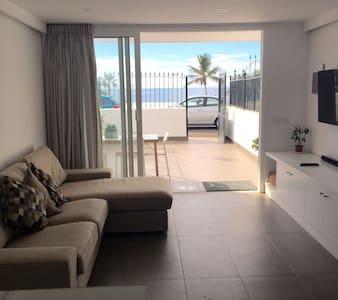 Sea view apartment (beach) - Apartment