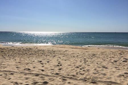 Kawana Beach at your door step - Entire Floor