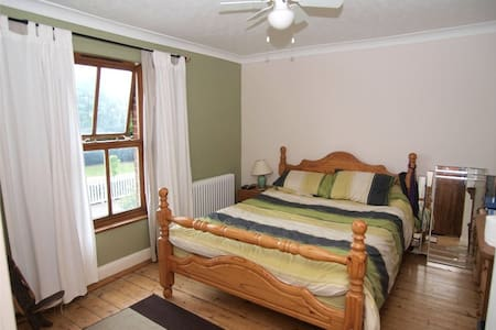 Spacious friendly rural home - Bed & Breakfast
