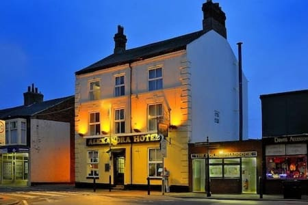 Alexandra Hotel Withernsea - Bed & Breakfast