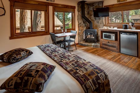 Romantic King Studio Cottage for 2 - Tahoe Vista - Cabaña