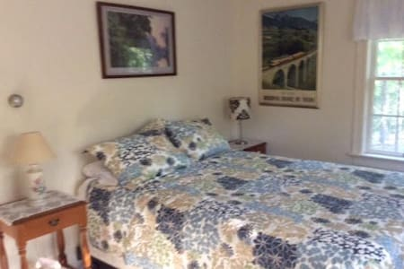 Quiet home in Harwich with 3 bedrooms. Room #1. - Harwich - Maison