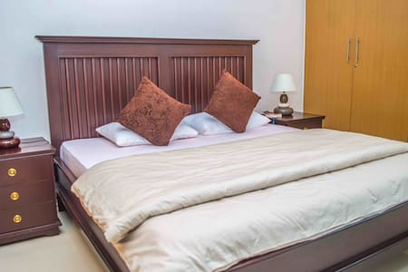 Suite in a Luxury Apartment w/view of Lagos Lagoon - Bed & Breakfast