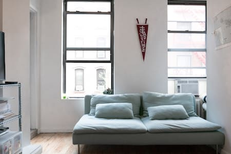 This private room is in a cozy apartment in SoHo. The bright and sunny apartment has big windows facing the streets of Little Italy. Steps away are amazing restaurants, coffee shops, shopping,& many subway lines convenient to access anywhere in NYC.