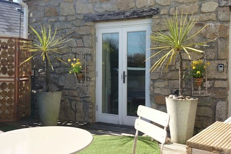 NEW Snug with Hot Tub.Close to Eden - St Austell - House