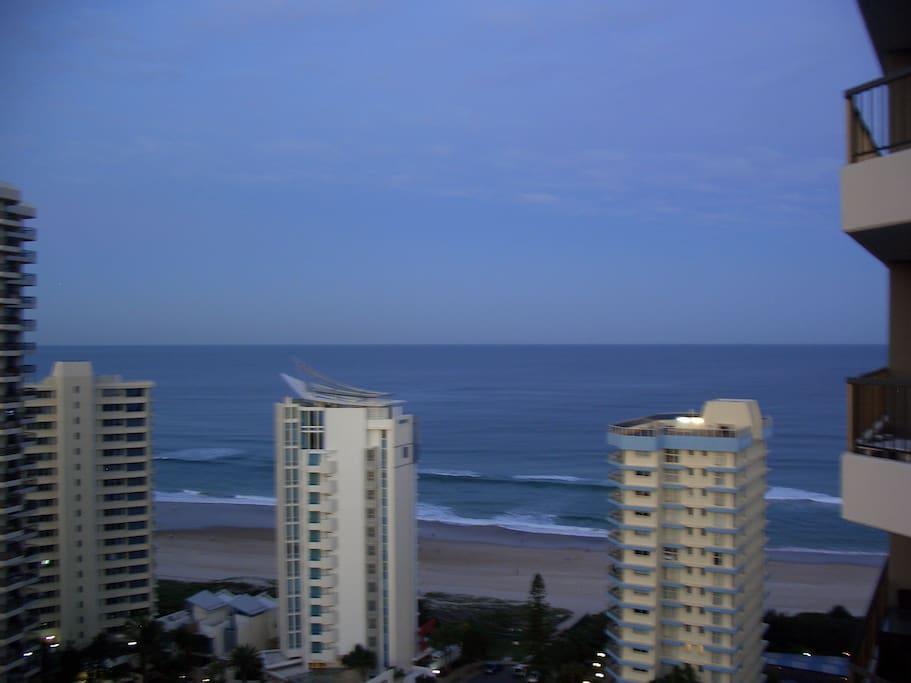 Sunny Beachside Apt- 200m to Beach!