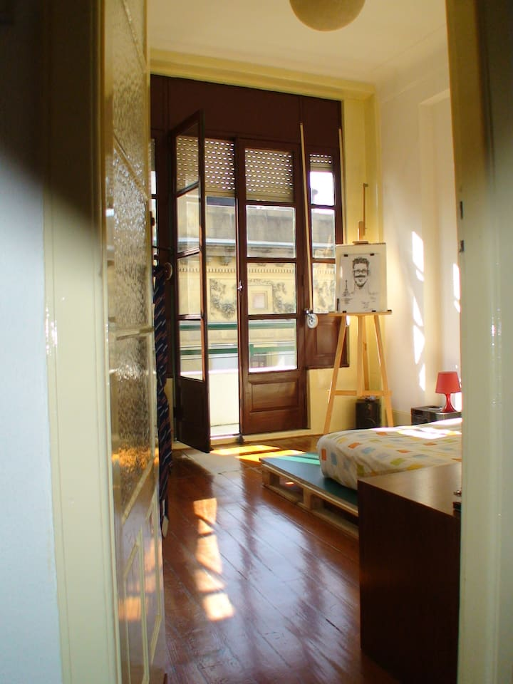 Sunny bedroom at center of Porto