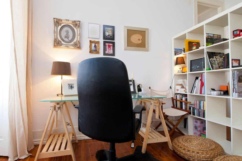 Living room spot with desk for working