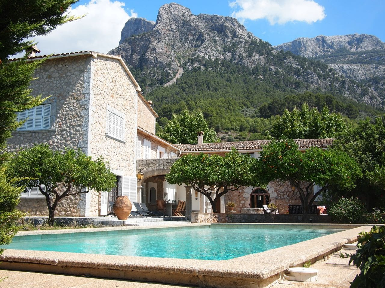 Finca with pool and tennis court