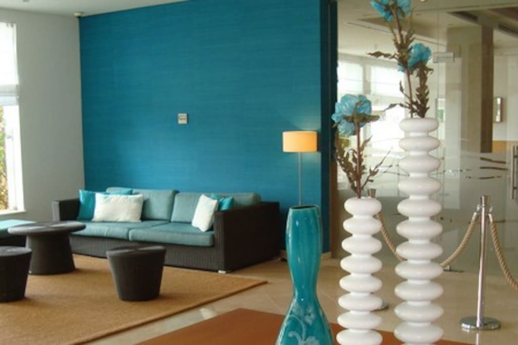Lobby Lounge, Beautiful Relaxed Decor.