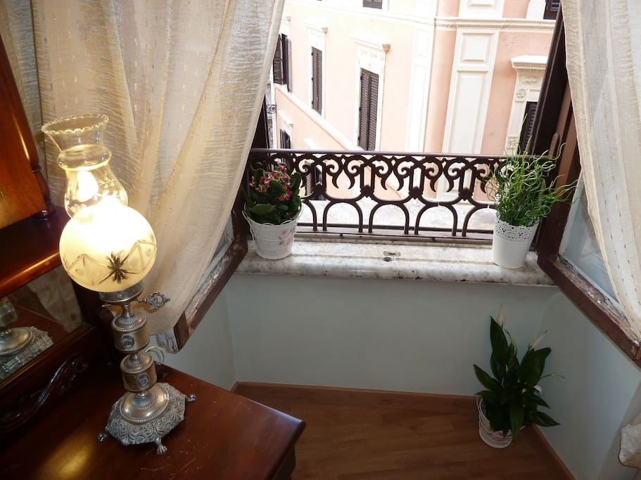 SPANISH STEPS CHARMING APARTMENT