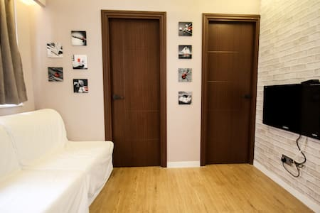 2BR apr newly renovated apartment with great price,  decoration  & location - Causeway Bay, center of urban and shopping areas. It is ideal for a small group of backpackers and small family which  is capable of  accommodating 6 people