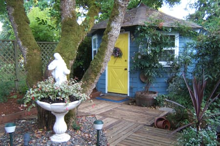 Mulberry Cottage, Hot-tub, Self-Contained, Quaint - Victoria - Chalet