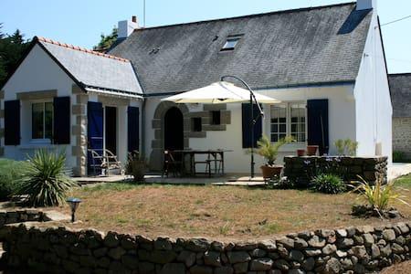 Grande maison avec piscine - Hus