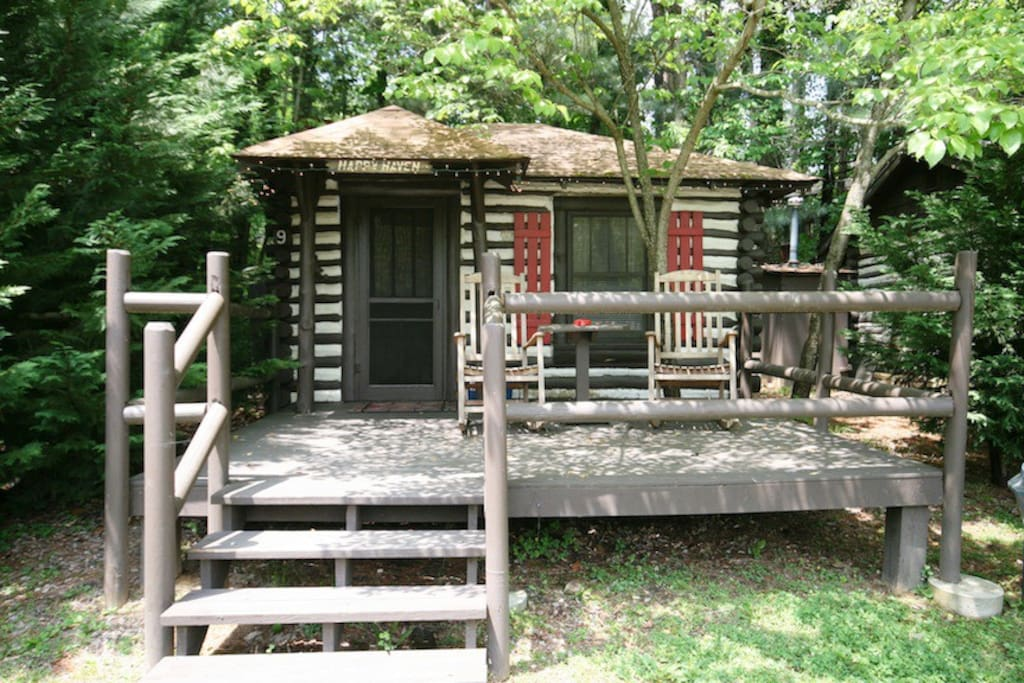 Historic log cabin asheville 9 pet friendly cabins for for Asheville cabin rentals pet friendly