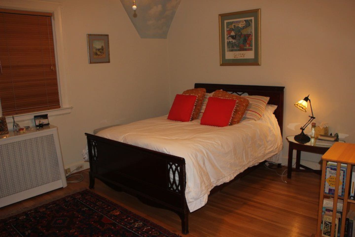 This ia s a photo of hte upstairs guest bedroom. It's very cozy and has a large closet.
