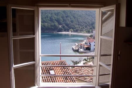 Apartment for 4 in Valun, Cres (HR) - Leilighet