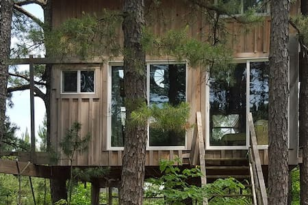 Treehouse Tiny House Farm Retreat in the Country - Treehouse