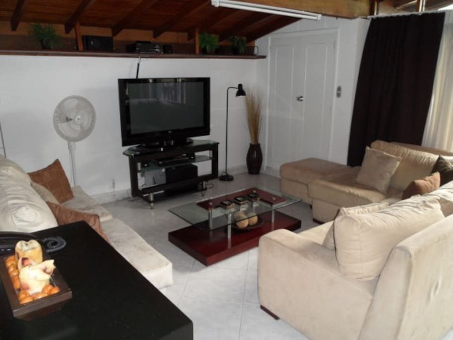 2 BR PH, Roof deck AC in both BR