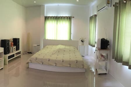 Lovely House in Pranburi - Hus