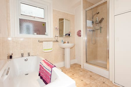 Central double with parking space - Harrogate - Apartment