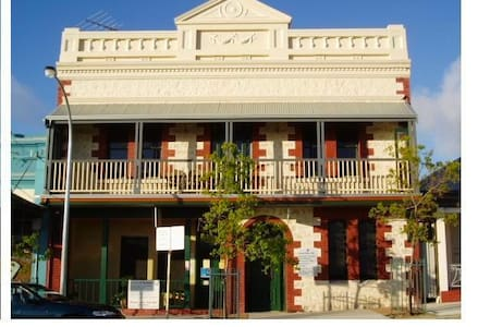 Room in historic Fremantle home  - Ev