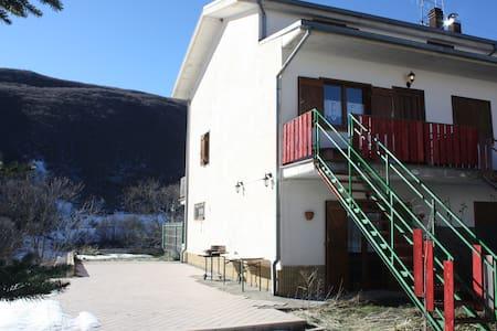 Campo Felice in villino a tre piani - Vila