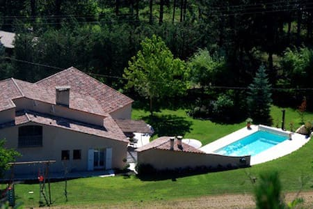 Haut de Villa avec Piscine - La Motte-du-Caire - Villa