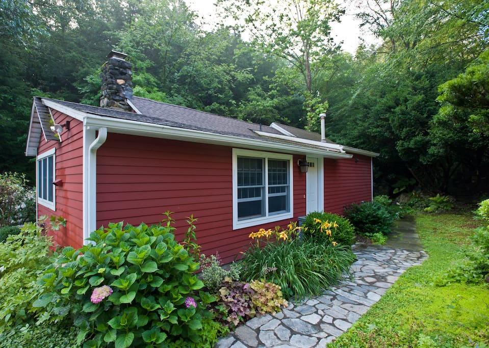 Cozy Cottage on Sylvan Trout Stream