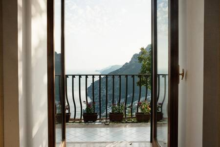 Colle dell'ara is not a hotel. Staying with us, in our home, means treating yourself to a rare experience. With us You will have the opportunity with us to experience a vacation in the heart of the flavors, the scents and the colors of our land.